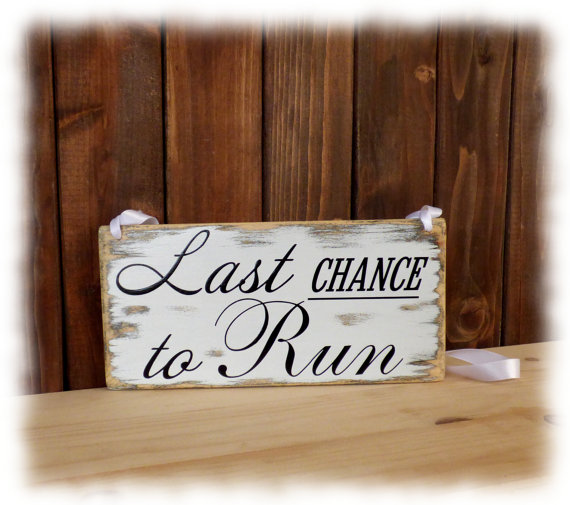 Mariage - primitive wedding sign, rustic wedding sign, shabby chic wedding sign, Last chance to run sign, ring bearer sign 5.5x11''