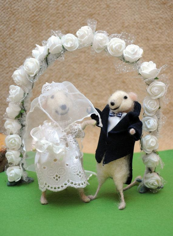 Perfect Wedding Gift From Groom To Bride : ... Wedding cake topper Felt mouse Bride and groom! Perfect wedding gift