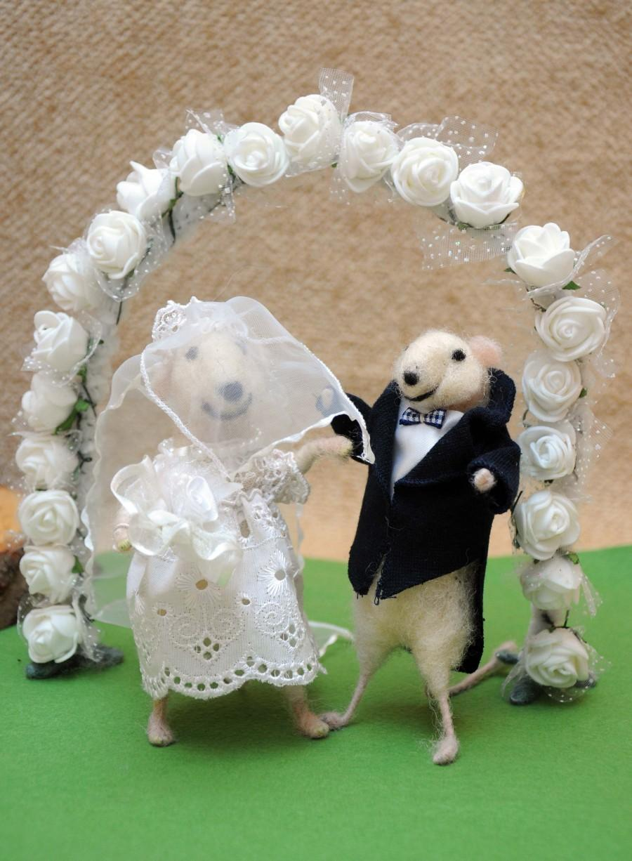 Wedding - Wedding cake topper Felt mouse Bride and groom! Perfect wedding gift!