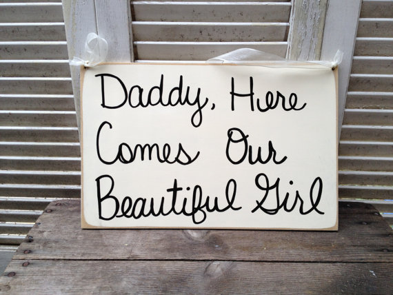 Mariage - Ivory and Black Daddy, Here Comes Our Beautiful Girl Wedding Sign, Wooden Ivory Wedding Sign, Ring Bearer and Flower Girl Signs