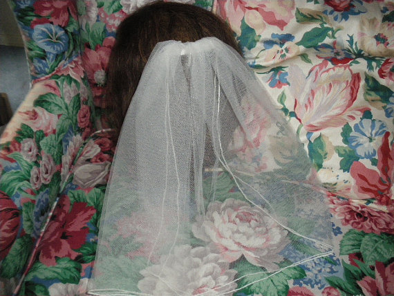 """Свадьба - Flower Girl/ First Communion Veil ,Approx. 13 1/2"""" Long, White or Ivory New GREAT WITH A TIARA"""
