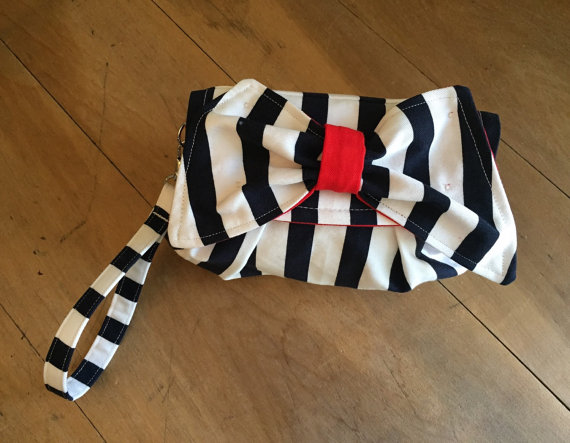 Свадьба - KYEbags Nautical Bow Clutch- Navy Blue and White Stripe- Bow- Small Clutch- Wristlet- Women- Cotton- Vintage Insprired- Snap Clutch- Wedding