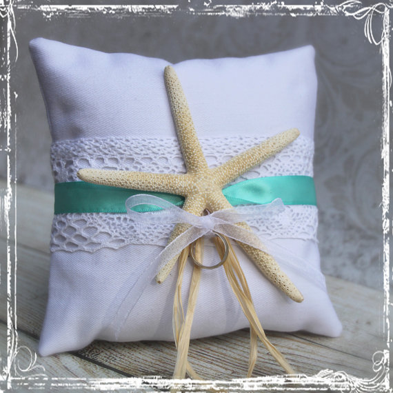 Свадьба - Starfish Ring Bearer Pillow - You Choose The Ribbon Color - Beach Weddings - Coastal Destination Elegant