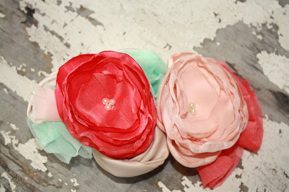 Mariage - Coral, mint and peach bridal fascinator for birdcage veil, Mint and coral hair clip, coral fabric flower headband