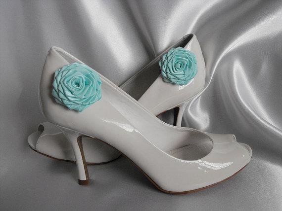 Mariage - Handmade rose shoe clips in aqua blue