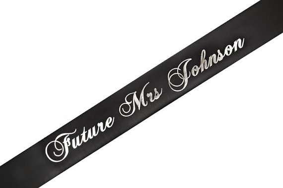 Mariage - Future Mrs/ Soon To Be Mrs Personalized Sash - Any Color!