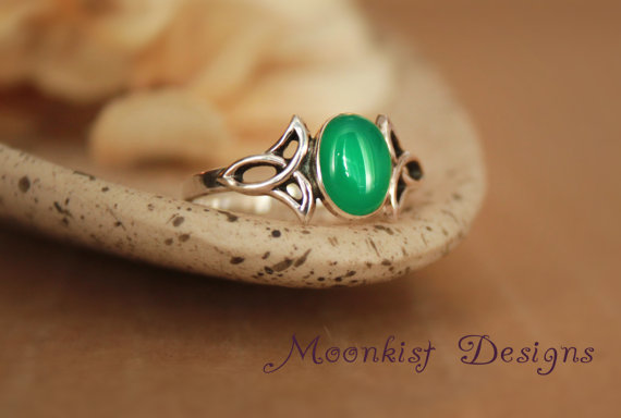 Mariage - Green Onyx Engagement Ring in Sterling Silver - Celtic Trinity Knot - Right Hand Ring - Sterling Silver Celtic Promise Ring