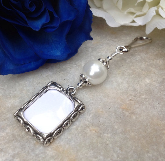 Свадьба - Wedding bouquet photo charm. Memory charm with White shell pearl