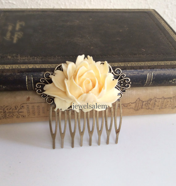 Свадьба - Cream Wedding Comb Ivory Hair Accessories Bridal Woodland Large Rose Big Flower Comb Light Pale Yellow Bridesmaids Head Piece Shabby Chic WR