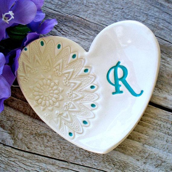 زفاف - Heart Shaped Gift Dish with Lace Imprint,  Bridesmaids Gifts, Ring Dish, Jewelry Dish, Ring Bowl, Favor for Bridesmaids, Wedding Party Gifts