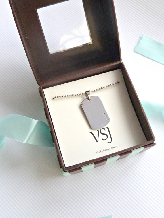 Mariage - Men's Gift Box Mens Dog Tag Necklace Mens Jewelry Personalized Mens gift Groomsmen Gift Grooms Gift Dad Fathers Gift
