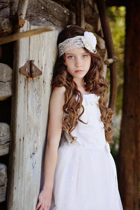 Свадьба - White Flower Headband, White Lace Headband, Flower Girl Headband, White Rose Headband, Photo Prop, Bridesmaid Headband, White Wedding Hair