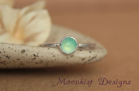 زفاف - Delicate Aqua Chalcedony Promise Ring - Unique Rose Cut Bezel-Set Solitaire in Sterling - Aqua Engagement Ring - Bridesmaid Gemstone Ring