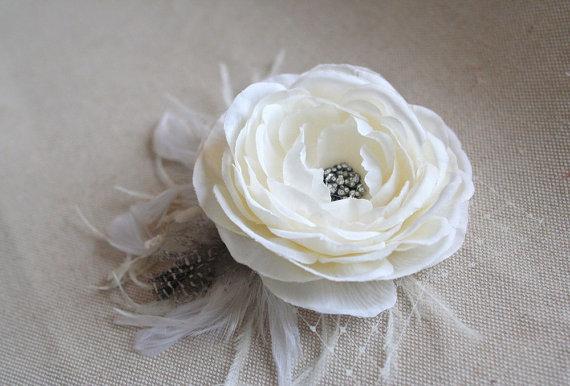 Mariage - Woodland Wedding Bridal Hair Piece IVORY Hair Flower Bridal Clip Silk Ranunculus Feather Headpiece Rustic Wedding Vintage Style Fascinator