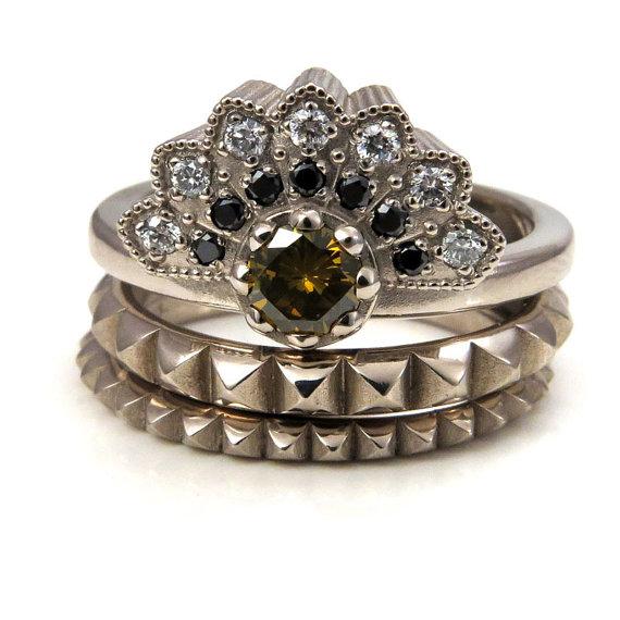 زفاف - Modern Diamond Fan Engagement Ring - Palladium White Gold with Black Diamonds, White Diamonds and Green Diamonds - 2 Pyramid Side Bands