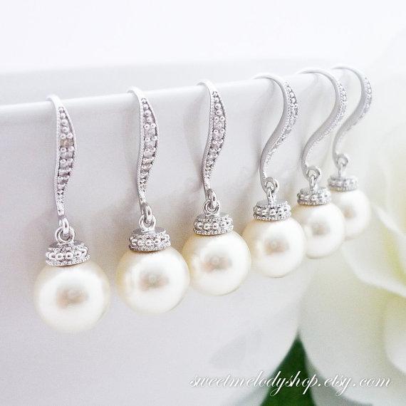 Mariage - 10% OFF SET of 5 Wedding Jewelry Bridesmaid Gift Bridal Jewelry Bridesmaid Pearl Earrings White OR Cream Swarovski Round Pearl Drop Earrings