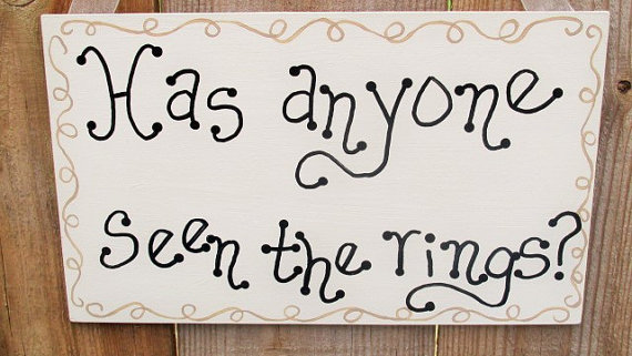 Mariage - Ring Bearer Sign, Has Anyone Seen The Rings, Funny Wedding Decor, Wedding Photo Prop, Flowergirl Sign, Rustic Wedding Sign, Wedding Ring