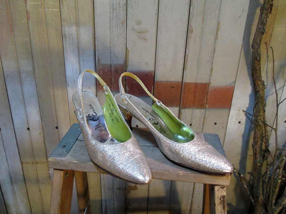 Mariage - Vintage Silver Metallic Shoes 60s Martini Party Heels 1960s slingback pointy toes 7 vintage wedding