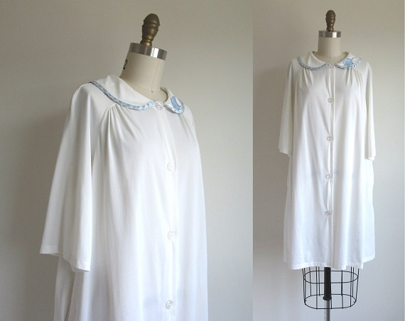Свадьба - SALE 40% OFF 1960s Lingerie / Vintage 1960s Robe / White Nylon House Coat