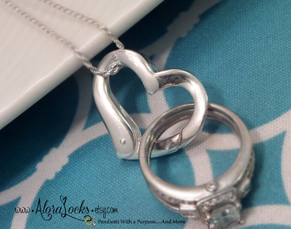 Hochzeit - ON SALE Floating Heart Wedding /Engagement Ring Holder Holding Pendant
