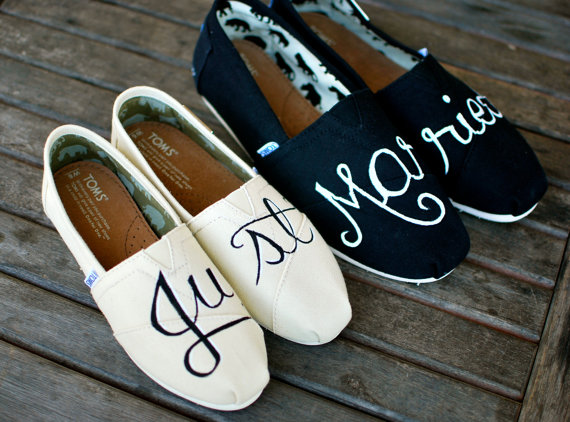 Mariage - Hand Painted Just Married Toms shoes