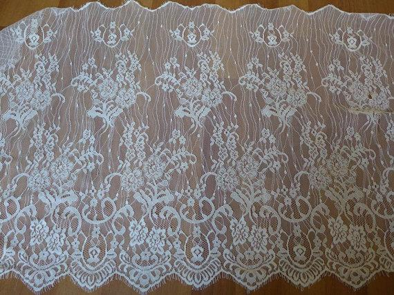 Свадьба - Beautiful Chantilly Floral Lace Trim in Off white with Scalloped edge For Shawls, Bridal Gown, Lingerie, Bridesmaid Clutch, Costumes