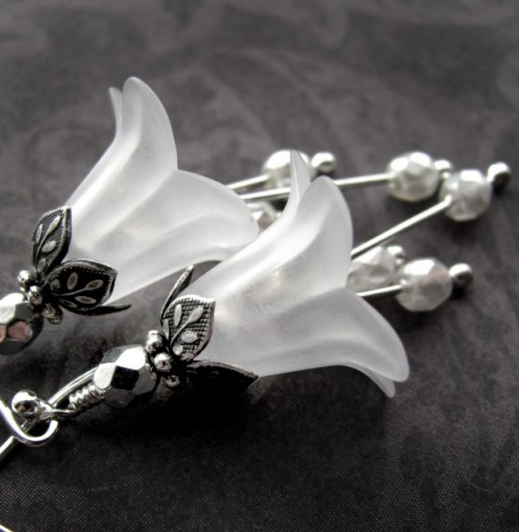 Mariage - Wedding White Flower Earrings - Vintage Style Wedding Jewelry, White Flower Blossom, Antiqued Silver, Bridal Jewelry, Garden Wedding