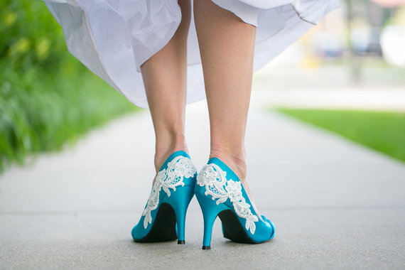 زفاف - BLOWOUT SALE -Wedding Shoes - Blue Wedding Shoes/Bridal Heels with Ivory Lace. US Size 6