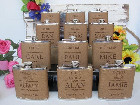 Свадьба - Personalized Groomsmen Gift, 1 Leather Engraved Flask, Groomsmen Flasks