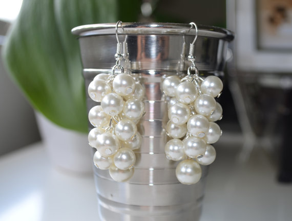 Mariage - Pearl Cluster Earrings - Ivory/Off-white pearls and crystals, cream pearl jewelry, ivory bridal pearl earrings, bridesmaids cluster earrings