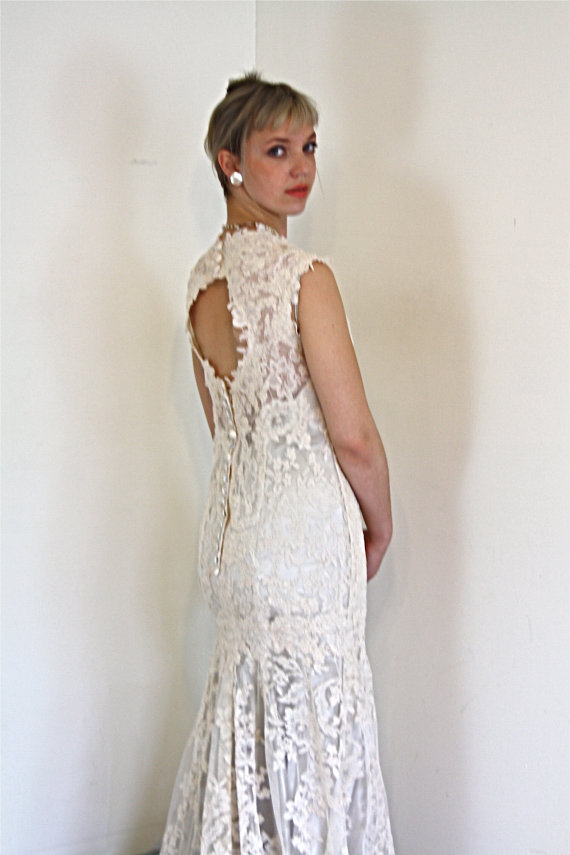 Vintage Wedding Dress Chantilly Lace Mermaid Cut Short Cap Sleeve ...