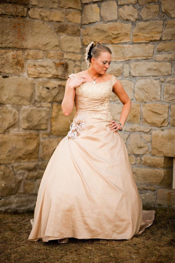 Hochzeit - Hollywood Glitz  2-  Bridal Fascinator, Rhinestone Hair clip, Feather Fascinator, Bridal Veil, Wedding Veil, Ivory and Black