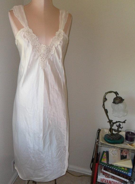 Hochzeit - Vintage Nightgown Negligee White Satin Bridal Wedding