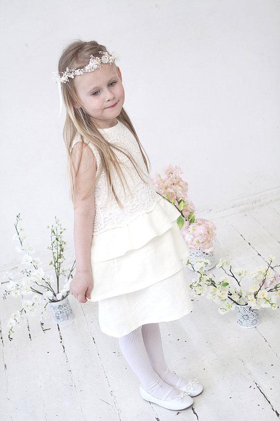 Hochzeit - Flower girl dress Girls lace dress Girls ivory dress Toddler girls dress Wedding party linen dress Ruffle dress