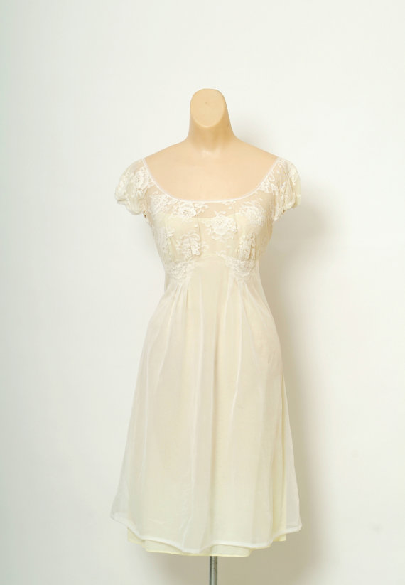 Hochzeit - Vintage 50s Nightgown / Yellow,White /Vintage Nightgown / lingerie nylon / Yellow Silky Lace Nightgown