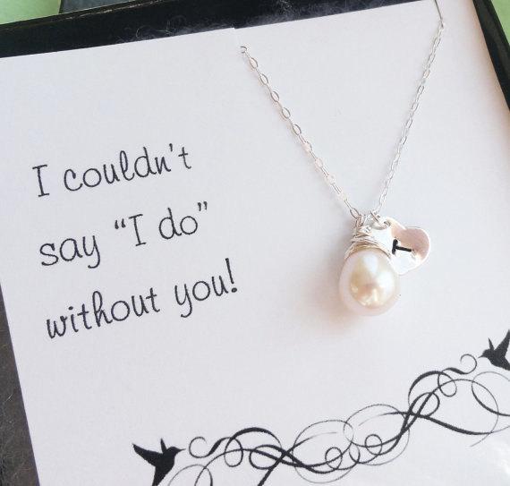 زفاف - Bridal jewelry set of SIX:Pearl necklaces, personalized bridesmaid gift, Bridesmaid thank you cards,  silver initial & pearl  necklaces