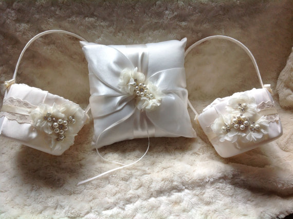 Hochzeit - 2 Flower girl baskets / 1 ring bearer pillow  / ivory or white / chiffon puff with rhinestones / best seller