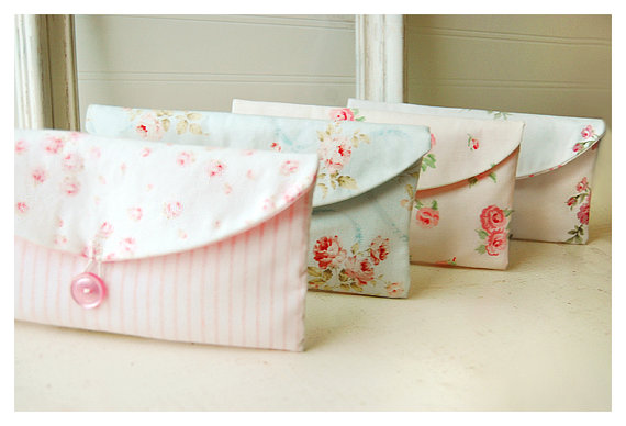 Mariage - shabby chic clutch purse Bridesmaid Gift Set of 6 Bridesmaid Clutch purse Wedding Party Favor cosmetic bag bridal clutch roses Shabby Chic