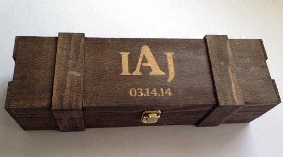 زفاف - Groomsmen Or Bridesmaid Gift -FREE Shipping- ONE Rustic Laser Engraved Wine Box - Personalized & Stained - Custom Name OR Monogram Engraved