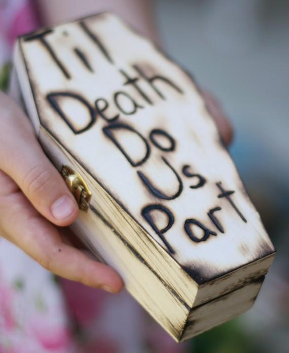 زفاف - READY TO SHIP Halloween Gothic Coffin Ring Bearer Pillow Til Death Do Us Part Rustic Fall Wedding (Item Number 20203)