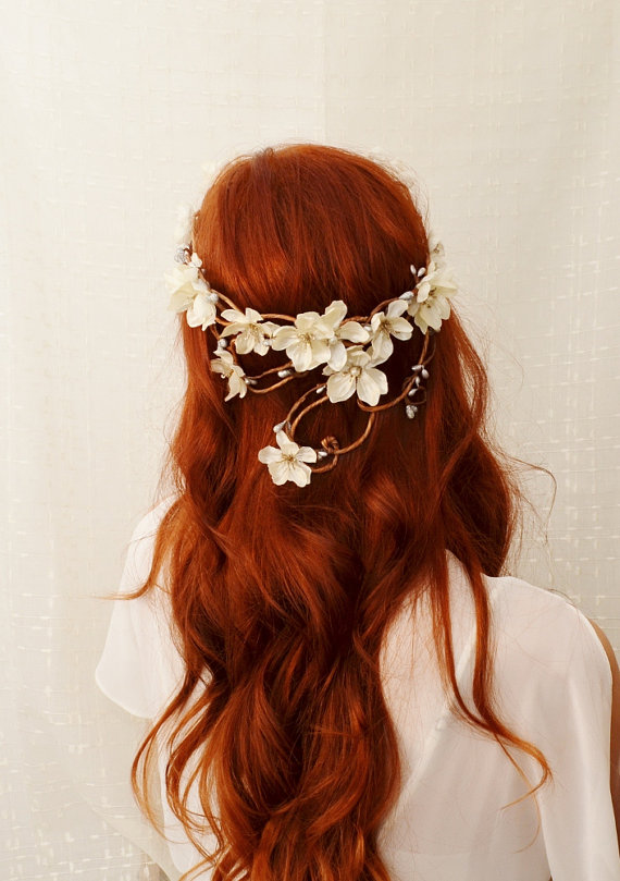 Mariage - Wreath, Ivory flower head piece, bridal crown, whimsical headband, wedding accessories - Diana