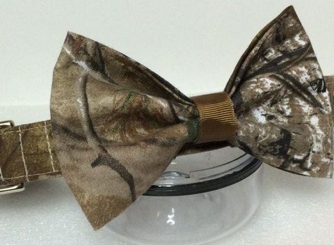 Свадьба - Realtree AP Camo Dog Collar with Bow-tie by collarsforcanines