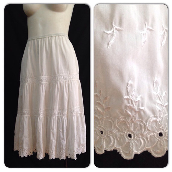 896353c2614 Vintage 1950s White Nylon Cotton Blend Floral Embroidery Scalloped Slip    50s Flower Trim Lingerie Medium Rockabilly Pinup