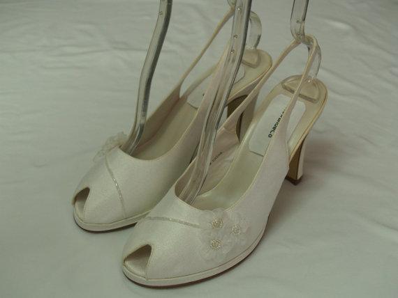 Mariage - Vintage Wedding shoes White Size 9 shoes