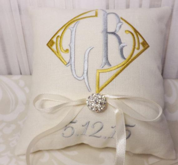 Свадьба - Ring Bearer Pillow, Monogram Ring Bearer Pillow, ring pillow, wedding pillow, personalized pillow, custom pillow