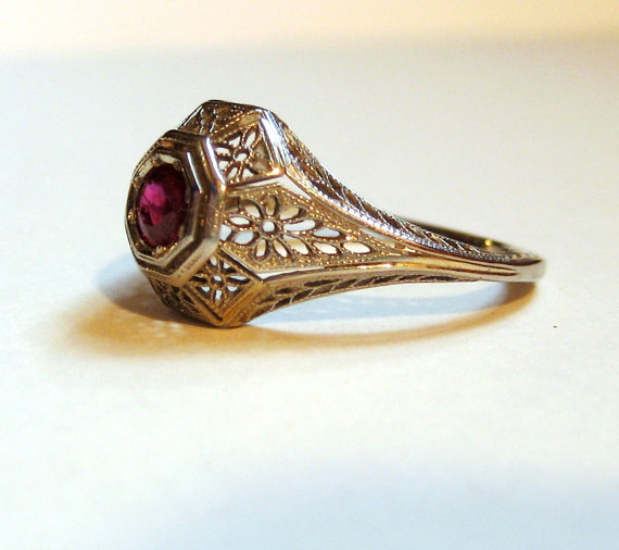 Свадьба - Antique Art Deco 18K white gold ruby ring. 1910s 1920s Filigree. Size 5 3/4. Engagement ring.