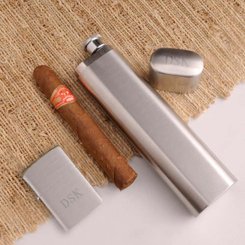 Свадьба - Engraved Groomsmen Gifts, Personalized Cigar Case Flask and Zippo Lighter Combo