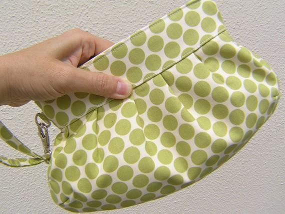 Mariage - BRIDESMAIDS CLUTCH Janbag Wristlet bridal wedding zipper wristlet gift for her - Big lime dots
