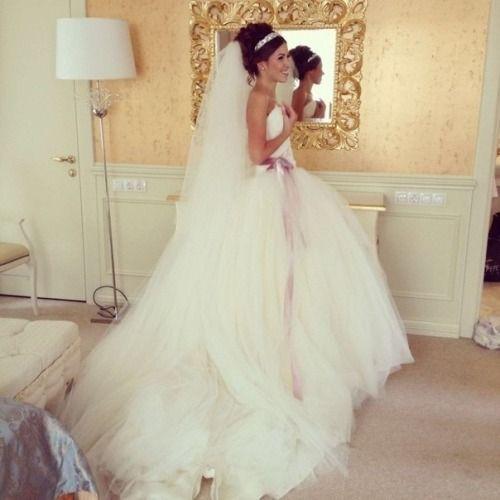 Свадебные прически для пышной фатой фото