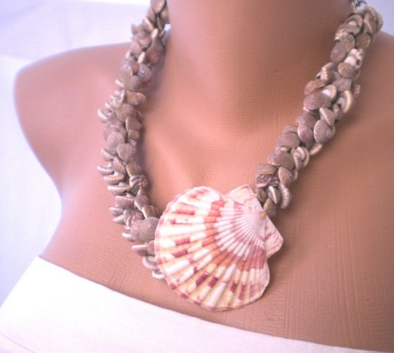 Mariage - Handmade sea shell necklace beach weddings, beach jewelry